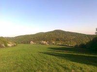 jarný pohľad na Horbok a Stavenec (ľudovo nazývaný Stavlinec)