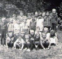 Michal Stanič so svojimi žiakmi - školský rok 1965/1966