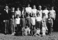 Michal Stanič so svojimi žiakmi - školský rok 1970/1971