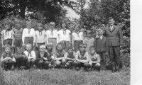 Michal Stanič so svojimi žiakmi - školský rok 1966/1967