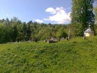 kaplnka, kríž a starý cintorín