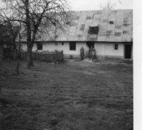 takto vyzeral starý Dzubajov dom, cez pozemok ktorého vedie teraz obchvat poza dedinu