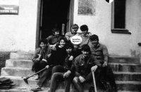 foto po brigáde pred obecným úradom - rok 1984