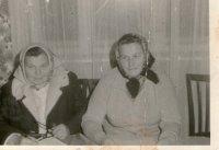vpravo predsedníčka ZZ v Cigle  - rok 1973