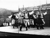 zastúpenie sme mali aj vo folklórnom súbore - vystúpenie na festivale v Dubovej