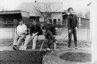 brigáda SZM v miestnom parku - rok 1971