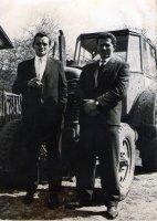dvaja prví traktoristi na družstve