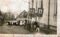 procesia /slávnostný sprievod veriacich/ na privítanie biskupa Gojdiča - rok 1942