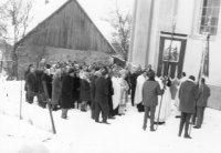 po vymaľovaní vnútrajška kostola ho bol posvätiť biskup Hirka