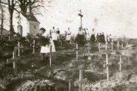 výzdoba starého cintorína po jeho oprave a pred posvätením