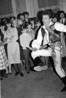 družbovský tanec začína starší družba
