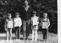 prváčikovia so šlabikármi - rok 1970