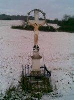 kríž za dedinou smerom na Dubovú